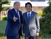 بالصور.. رئيس وزراء اليابان يستقبل ترامب فى طوكيو