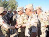 بالصور.. رئيس الأركان يتفقد عناصر القوات المسلحة والشرطة فى سيناء