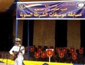 بالفيديو والصور.. ضابط يغنى بالجيتار أمام هانى شاكر وقيادات أمنية بمصلحة التدريب