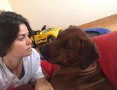 """شاهد.. يسرا اللوزى فى جلسة رومانسية مع كلبها """"سوسو"""""""