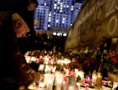 بالصور.. وقفة بالشموع ببولندا تأبينا لمعارض أشعل النار فى نفسه خلال مظاهرة ضد الحكومة