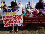 بالصور.. طفل أمريكى يتبرع بكل ألعابة لضحايا هجوم تكساس الإرهابى