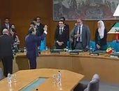 الرئيس السيسى ووزير خارجية فرنسا يصافحان شباب جلسة محاكاة مجلس الأمن