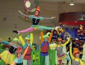 بالفيديو.. حركات بهلوانية وعروض استعراضية فى معرض الشارقة الدولى للكتاب