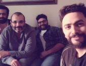 تامر حسنى ينشر صورة مع أكرم حسنى.. ويعلق: بدأنا العد التنازلى للفيلم الجديد
