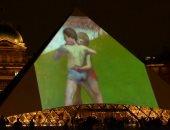 """بالفيديو.. """"لوفر باريس"""" يحتفل بأول حامل لرايته بأبو ظبى خارج مدينة النور"""