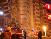 بالصور.. اللحظات الأولى بعد مصرع 3 أشخاص فى انهيار مبنى بروسيا