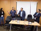 أساتذة وطلاب الجامعة البريطانية يحاورون الكاتب الصحفى خالد صلاح (صور)