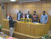 تسليم 26 وحدة سكنية للأولى بالرعاية بمركز أبو قرقاص فى المنيا