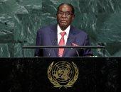 زوجة رئيس زيمبابوي تؤكد مغادرة روبرت موجابى البلاد متجها إلى ناميبيا