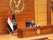 وزير الداخلية يمنح أهالى سيناء استمارات الحج بالمجان