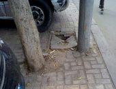 صورة.. قارئ يحذر من كسر فى حجرات الكهرباء لأعمدة الشارع فى سموحة