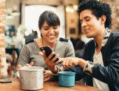 استطلاع: 70 % من المستهلكين يفضلون روبوتات الدردشة بدلا من البشر