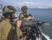 زوارق الاحتلال تهاجم قارب صيد غرب مدينة غزة وانقطاع الاتصال مع صيادين
