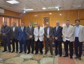 محافظ الإسماعيلية يناقش تشكيل مجلس إقليمى للصحة مع نقابة الأطباء بالمحافظة