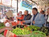 صور.. سكرتير محافظ الإسماعيلية يتفقد أحد المعارض الدائمة للسلع الغذائية