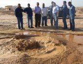 صور.. رئيس مدينة أبورديس يتفقد خط بترول بطريق أبورديس الطور