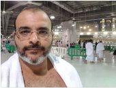 أيمن بهجت قمر من أمام الكعبة: محدش يقولى ادعيلى عشان أنا خلصت العمرة