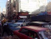 صور.. شكوى من الفوضى والعشوائية فى محطة ترام شوتس بالإسكندرية