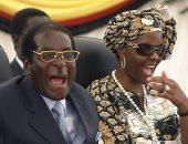 الشعب لايص وأنا هايص.. زوجة رئيس زيمبابوى اشترت 12 خاتم ألماس فى عام
