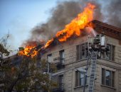 صور..حريق هائل فى مبنى سكنى بنيويورك ورجال الإطفاء تحاول إخماد النيران