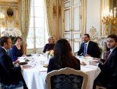 صور.. سعد الحريرى وأسرته يشاركون الرئيس الفرنسى وزوجته مأدبة غداء بالإليزيه