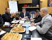 """صور.. """"إعلام البرلمان"""" تستمع لرؤية خالد صلاح حول قانون تنظيم المهنة"""