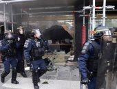 صور.. أعمال عنف فى باريس احتجاجا على فرص الضرائب وقانون العمل