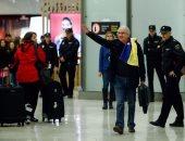 صور.. وصول زعيم المعارضة الفنزويلية إلى مدريد عقب فراره من الإقامة الجبرية
