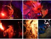 """إشعال النيران فى زى الشيطان خلال مهرجان """"كرامبوس""""المرعب بسلوفينيا"""