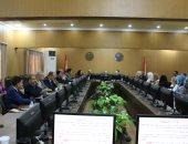رئيس جامعة بنى سويف يؤكد على الالتزام بالمواعيد باجتماع كلية الطب