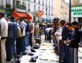 وزير الداخلية الفرنسى: سنمنع المسلمين من الصلاة بالشوارع