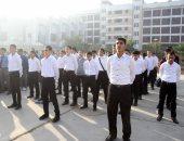 طلاب الضبعة الجدد يتوجهون إلى مقر المدرسة بمطروح استعدادا للدراسة