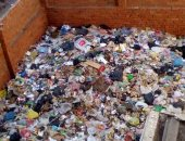 صور.. تلال من القمامة فى شارع التمرجى بالزقازيق والأهالى يستغيثون