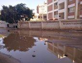 صور.. مياه الصرف تحاصر مدرسة نجيب محفوظ بأسوان