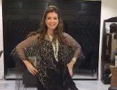 """فيديو.. منال سلامة تستعرض فستانها فى مهرجان القاهرة السينمائى بـ """"سلو موشن"""""""