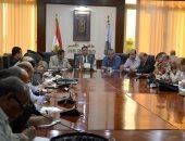 محافظ الأقصر يبحث مع رؤساء المدن خطة المشروعات الجديدة حتى عام 2019