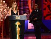 صور.. مهرجان القاهرة يكرم إليزابيث هيرلى.. والنجمة العالمية تعلق: شكرا مصر