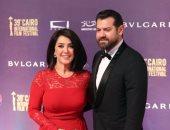 تغريم صحفيين بمؤسسة قومية 10 آلاف جنيه بتهمة سب الفنان عمرو يوسف