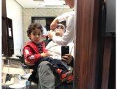 """شاهد.. آسر ياسين  وابنه """"عند الحلاق"""""""