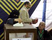لجنة الإشراف على انتخابات نادى الشمس تطالب بتخصيص موظفات للكشف عن المنتقبات (صور)