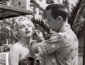 شاهد مارلين مونرو بإطلالة مثيرة فى كواليس Let's Make it Legal عام 1951
