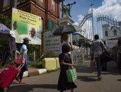 لافتات ترحيب واستعداد الكاثوليك فى ميانمار لاستقبال بابا الفاتيكان (صور)