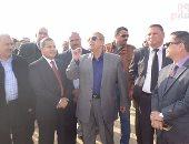 صور وفيديو.. محافظ الإسماعيلية ورئيس هيئة التنمية الزراعية يتفقدان قرية الأمل