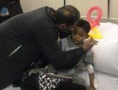 """صور.. عضو بـ """"محبى مصر""""يتبرع بـ 10 آلاف جنيه لطفل""""الروضة""""المصاب"""