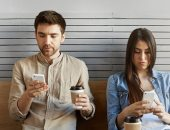 الأمريكيون ينظرون إلى هواتفهم الذكية 52 مرة فى اليوم الواحد