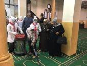صور.. وكيل تعليم كفر الشيخ يشارك الطلاب مشروع الخدمة العامة