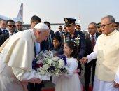 البابا فرنسيس يصل إلى بنجلاديش فى زيارة تستغرق 3 أيام (صور)