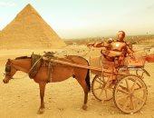 """صور.. أشهر شخصيات الأبطال الخارقين بشوارع مصر.. """"ايرون مان"""" فى الأهرامات"""