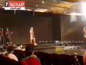 فيديو.. أمينة شلباية تدرب عارضات الأزياء ببروفات مجموعة صيف 2018 لهانى البحيرى